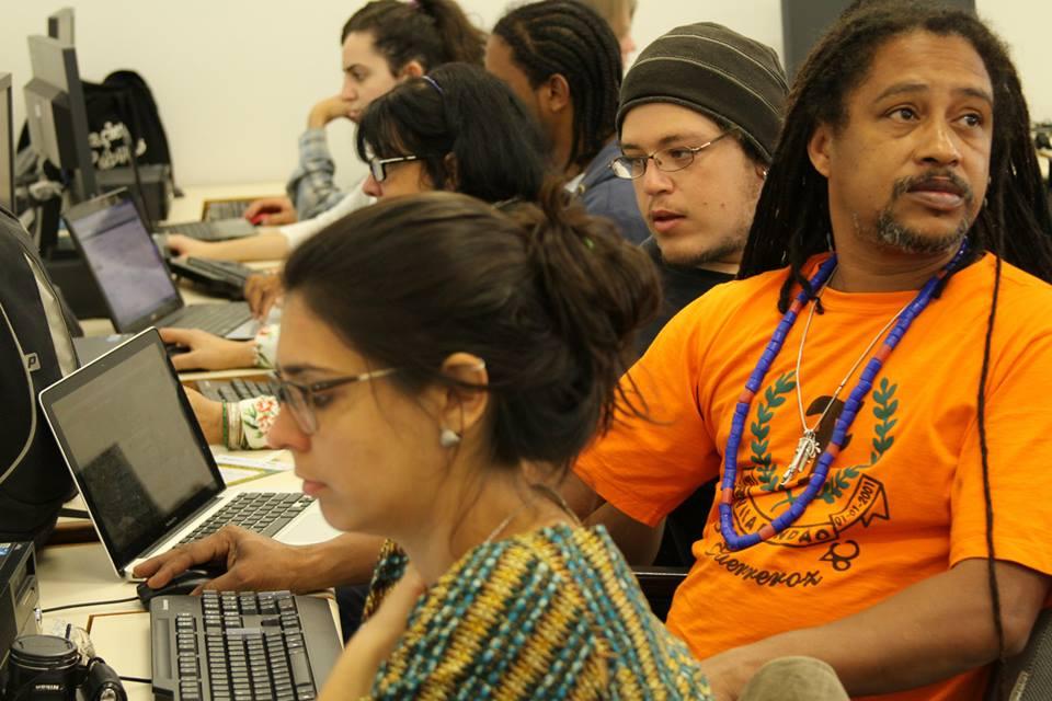 Rede livre e a democratização do acesso às tecnologias de comunicação